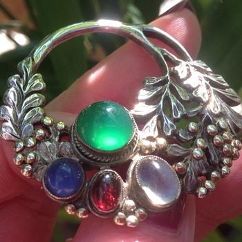 Art Deco - Vintage Silver Gem Stone Brooch - Fine Jewelry