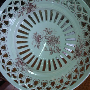 A pair of pierced footed dishes - China and Dinnerware