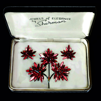 1966-1967 Sherman Siam Red, Japanned Triple Maple Leaf Pin, Canada Centennial - Costume Jewelry
