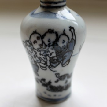 Small Chinese vase with Artemies leaf mark - Asian