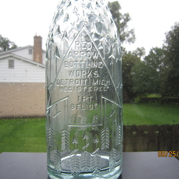 1920's Hemingray Antique Old Embossed Red Arrow Bottling Works Detroit Mich 1 Pt. 8 Fl Oz. Aqua Blue Pop Soda Bottle - Bottles
