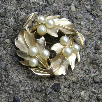 Vintage Trifari Holly Brooch - Costume Jewelry