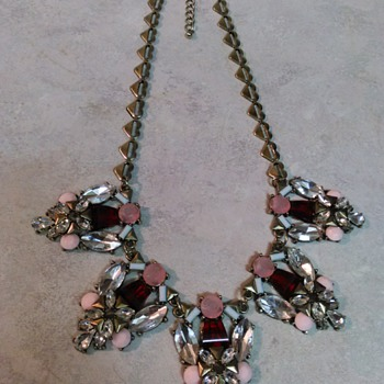 COSTUME JEWELRY NECKLACE - Costume Jewelry