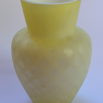 Victorian diamond quilted satin glass vase - Art Glass