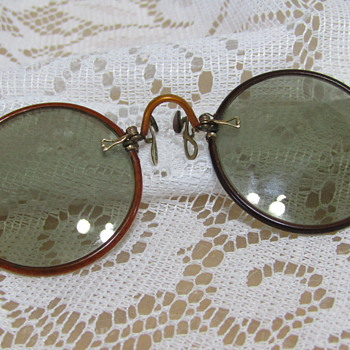 Old Nose Pinch Spectacles  - Accessories