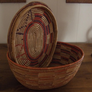 Native American basket with top - Native American