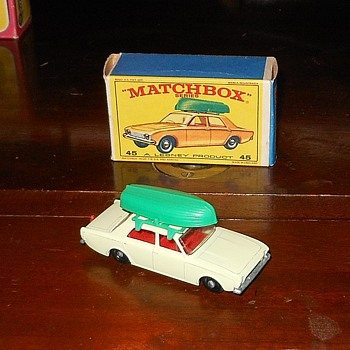 Matchbox 45-B Ford Corsair in E Box - Model Cars