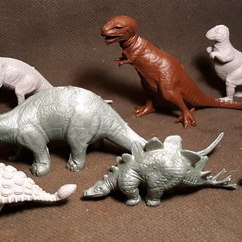 Marx Dinosaurs Revised Mold Group PL-977 With Very Rare Metallic Green Dinos Early 1960s - Toys