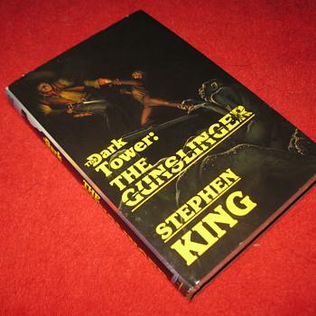 Stephen King's : Dark Tower, The Gunslinger - 1st edition/ 1st printing... hardcover w/ dustjacket