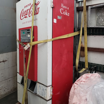 Help identifying this Coca Cola vending machine  - Coca-Cola