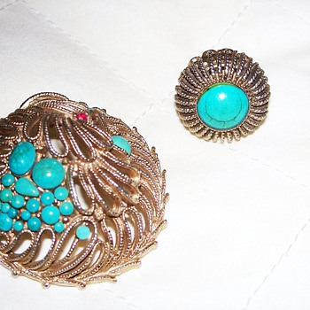 This is a matching adjustable ring and broch set... - Costume Jewelry