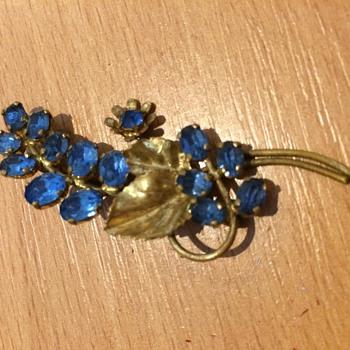 Blue jewel broach  - Costume Jewelry