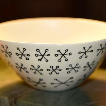 Beautiful little bowl with a geometric design - Pottery
