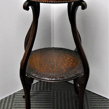 Art Nouveau Oak Table 1900-10 - Art Nouveau