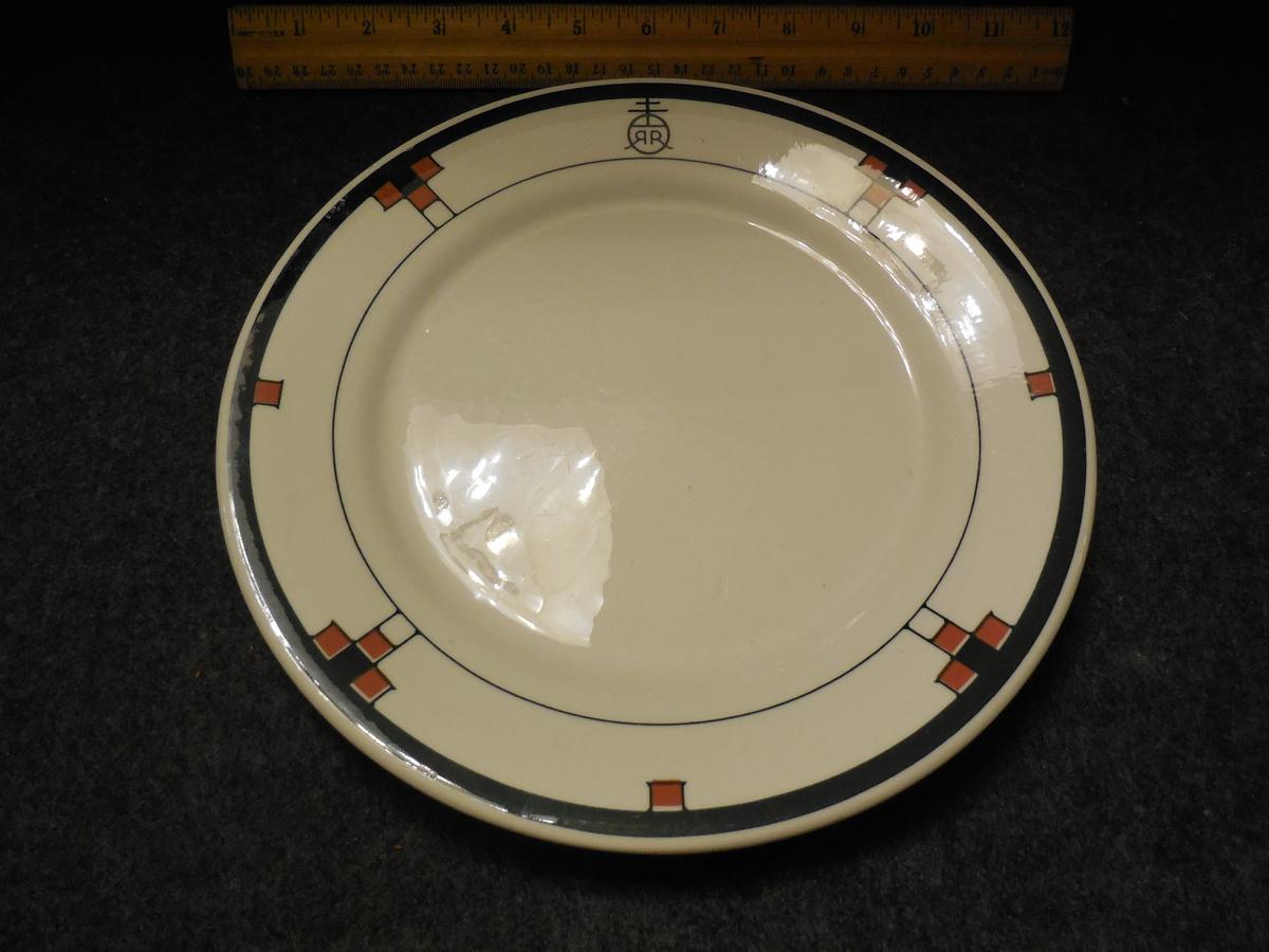 & Buffalo China Roycroft Renaissance Pattern Plate | Collectors Weekly