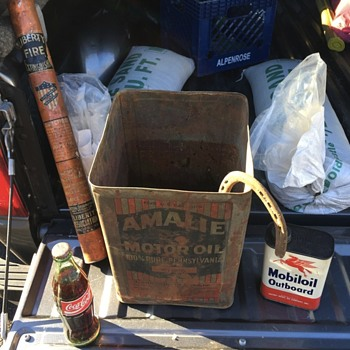 Anybody know anything about this Amalie oil can? - Petroliana