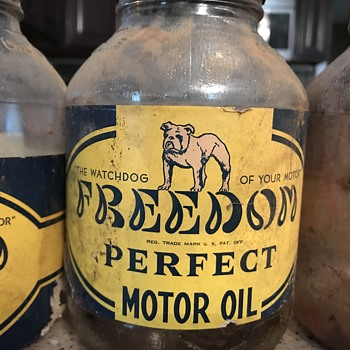 1936 FREEDOM PERFECT MOTOR OIL - Petroliana