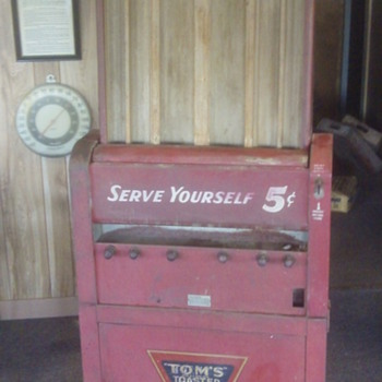 Old Toms Vending Machine  - Coin Operated