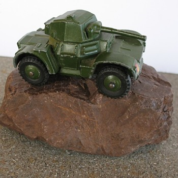 Dinky Toys Armoured Car 670 Mfg in England - Model Cars