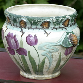 who made this beautiful Art Nouveau jardiniere? - Pottery