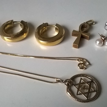 There's Gold In Them Thar Flea Markets!  - Fine Jewelry