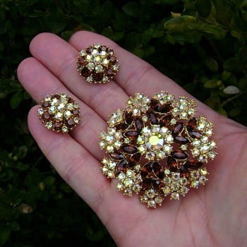 Trifari Brooch and Earring Set - Contessa Collection - Costume Jewelry