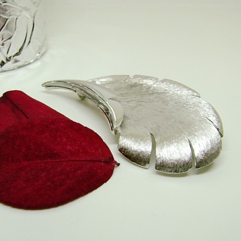 Pastelli Leaf Brooch - Pittsburgh Jewelry Company - Costume Jewelry