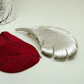 Pastelli Leaf Brooch - Pittsburgh Jewelry Company - Costume Jewelry