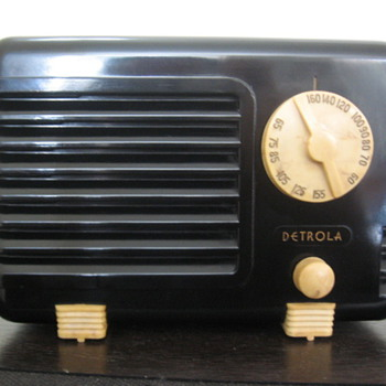 Detrola Tube Radio Pee Wee Midget Model 197 from 1938