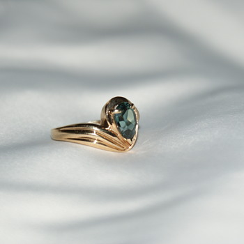 10K gold and Spinel (?) Ring