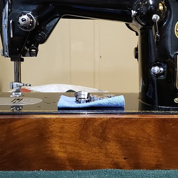 1956 Singer 319W made in Germany for the British marketplace. - Sewing