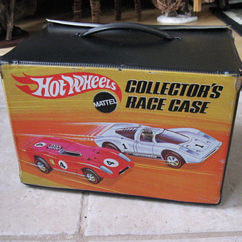 Hot Wheels Collectors Race Case and cars  1969 Mattel - Model Cars