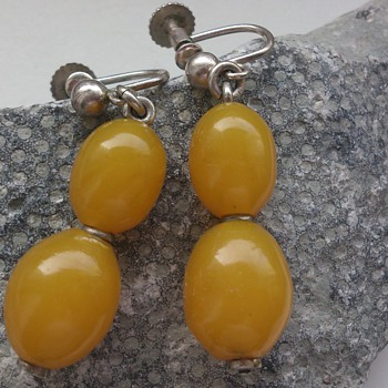 Art deco eggyolk (?) stone or early plastic earrings  - Art Deco
