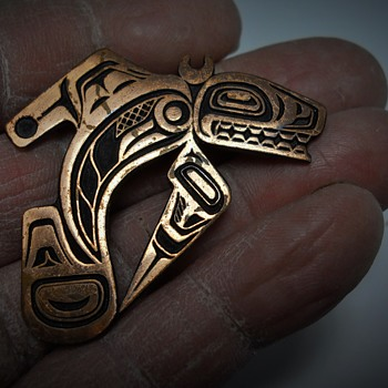 Pacific Northwest Coast First Nations Bronze Brooch, 20 Century - Fine Jewelry