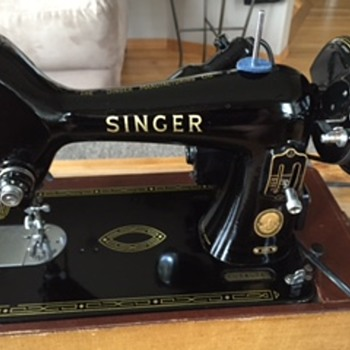 Singer Tabletop Sewing Machine with Case