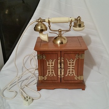 My old phone made in Singapore serial no. 70325 - Telephones