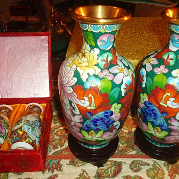 Two Chinese cloisonne Vases and two Chinese mini porcelain vases! - Asian