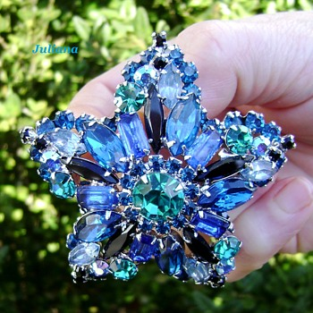 RARE Juliana star brooch shades of blue - Costume Jewelry