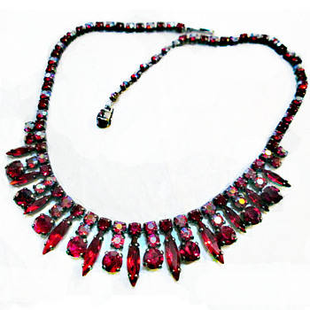 SIGNED SHERMAN NECKLACE IN SIAM RED COLOURS, JAPANNED BACK - Costume Jewelry