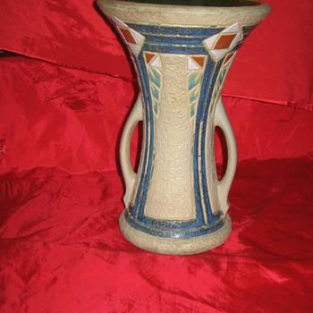 Arts & crafts pottery ?? unknown - Pottery