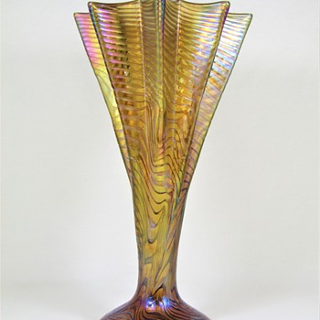 "Rindskopf ""Corrugated"" Crimped Vase ca. 1900-05 - Art Glass"