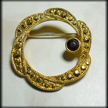 UNKNOWN Vintage Brooch ( Not marked ) - Costume Jewelry