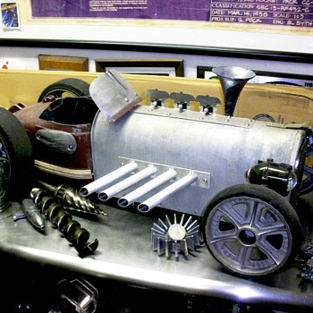 Futuristic Transport Car - Model Cars