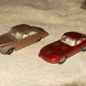 Matchbox Monday Jaguars MB 25 Mk 10 and MB 32 E Type - Model Cars
