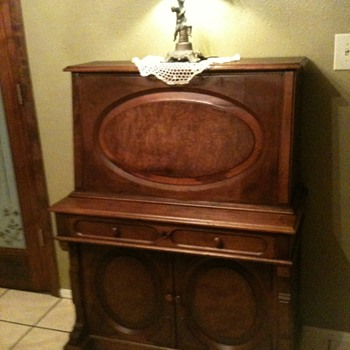 we love this old desk. - Furniture