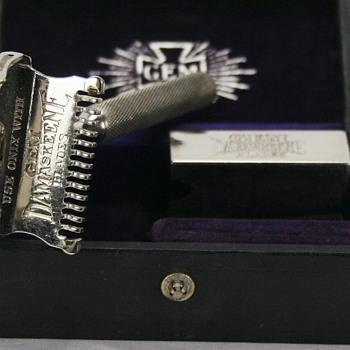 GEM Cutlery Damaskeene Open Comb Safety Razor - Accessories