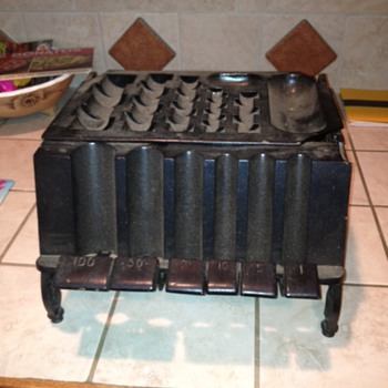 Old Cast Iron Coin Changer - Coin Operated