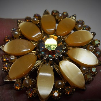 Marguerite Brooch, Unknown, 1970-80 - Costume Jewelry