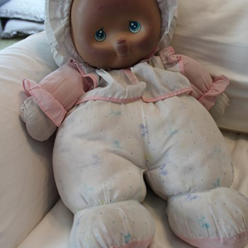 Need Help Identifying Unknown Doll - Large Cloth Doll late 80s/early 90s. Plastic face.  - Dolls