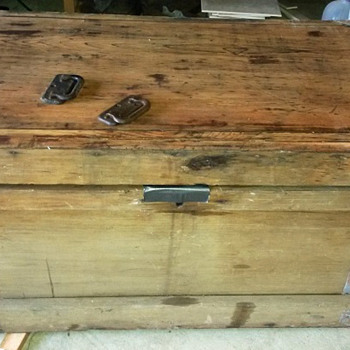 old tool chest? can anybody tell me anything about it? - Furniture